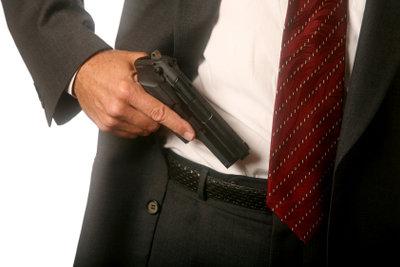 In Deutschland ist für das Tragen einer Waffe ein Waffenschein erforderlich.