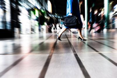 Beim Packen Ihres Handgepäcks für eine Flugreise müssen Sie einige Grundregeln beachten