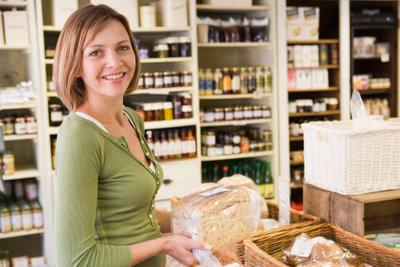 Eine Bewerbung für eine Aushilfsstelle im Supermarkt sollte ordentlich geschrieben werden.