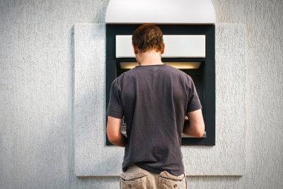 Im Automaten vergessenes Geld muss nicht verloren sein.