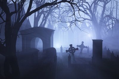 Durch ein Witchboard Kontakt zu Toten aufzunehmen, ist nicht nur zu Halloween spannend.
