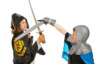 Ritterspiele sind ein großer Spaß bei Kinderfesten.