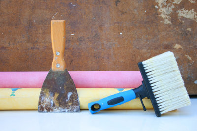 Tapetenborte entfernen - dabei sollte Sie etwas Zeit einplanen