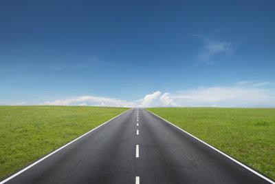 Die Weite des amerikanischen Highway erleben - ein Traum, der einen internationalen Führerschein voraussetzt.