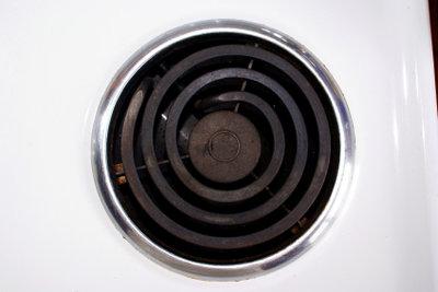 Mit der Putztechnik werden Ihre Kochplatten wieder richtig sauber.
