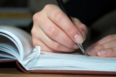 Beim Schreiben einer Zusammenfassung gibt es einiges zu beachten.
