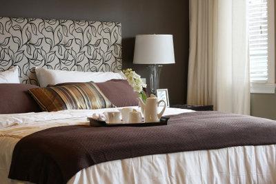 Bettwanzen nisten sich im Schlafzimmer ein und lassen sich von Laien nicht zu 100 Prozent entfernen.