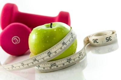 Abnehmen funktioniert am besten mit gesunder Ernährung und einem festen Sportplan!