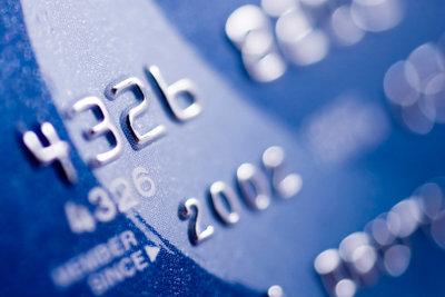 Die eigene Kreditkarte zu bekommen, ist ein wichtiger Schritt im verantwortungsvollen Umgang mit Geld.