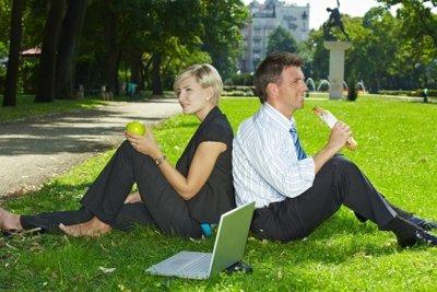 Schon das Verlegen der Mittagspause nach draußen kann eine tolle Abwechslung bedeuten.