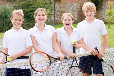 Wenn Sie den richtigen Tennisschläger für Ihr Kind kaufen, kann der Tennis-Spaß beginnen.