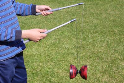 Einsteiger sollten zuerst die Grundtechnik des Diabolospielens gründlich lernen.
