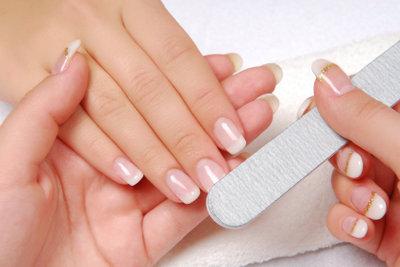 Saubere Fingernägel sind unverzichtbar für gepflegte Hände.