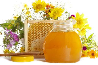 Sauber und sachgerecht abgefüllter Honig ist Jahre haltbar.