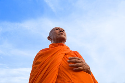 Buddhistische Mönche gelten als Vorbilder. So treten Sie selbst dem Buddhismus bei.