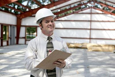 Durch ein ungedämmtes Dach geht viel Energie verloren. Die Lösung: Dachbodendämmung selber machen!