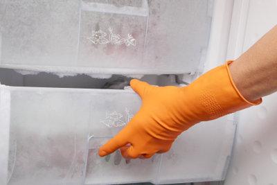 Für ein langes Lebens Ihres Kühlschrank ist es wichtig, das Eisfach immer mal wieder aufzutauen.