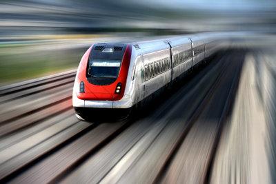 Auch mit dem Zug kommen Sie günstig nach Spanien.