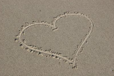 Verliebt zu sein in jemanden, der vergeben ist, ist nicht einfach.