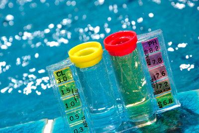 Grünes Poolwasser kann unkompliziert vermieden werden.