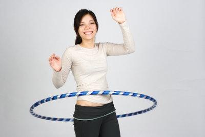 Aus einem Hula-Hoop-Reifen kann man einen Reifrock selber nähen.