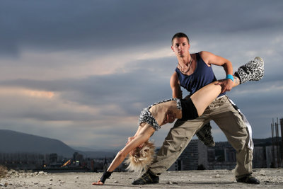 Ob für das Gogo tanzen oder einen anderen Tanzstil, Sie benötigen Beweglichkeit wie auch Kraft.