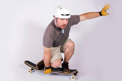 Für Anfänger ist ein flexibleres Longboard aus Bambus empfehlenswert.