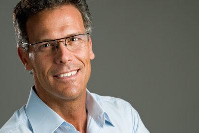 Eine schöne Brille kann auch bei Männern attraktiv wirken!