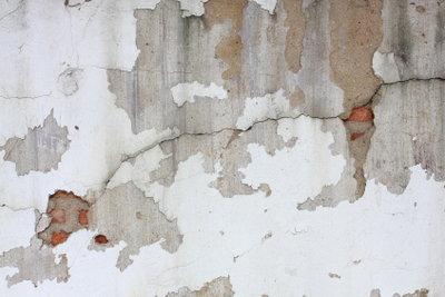 Mauerrisse lassen sich mit einem speziellen Verfahren selbst sanieren