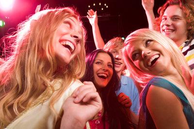 Mit gutem Händchen erstellen Sie eine ansprechende Playlist für Ihre Party.