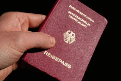 Solange Sie keinen Personalausweis haben, können Sie Ihren Reisepass als Ausweis benutzen.