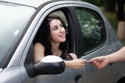 Wenn man seinen Führschein verloren hat, kann man einen vorläufigen Führerschein beantragen.