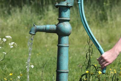 Schwengelpumpen reparieren - Wasser Marsch!