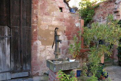 Schwengelpumpe richtig anzuschließen frisches Wasser für den Garten beziehen!