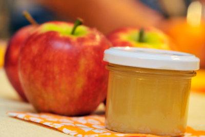 Apfelmus einkochen -  zum Schlemmen im Winter oder als persönliches Weihnachtsgeschenk.