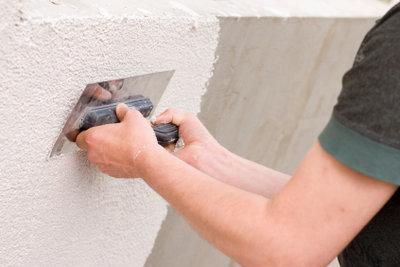Die Anleitung zum Mauer verputzen ist wichtig, noch viel wichtiger ist allerdings etwas Übung.