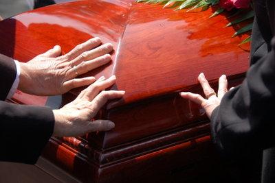 Bei Tod naher Familienangeöriger steht Ihnen Sonderurlaub zu.