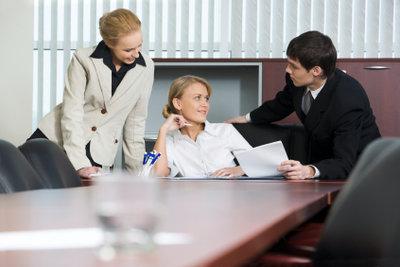 Wenn der Chef mit Ihnen flirtet müssen Sie handeln. So machen Sie es richtig.