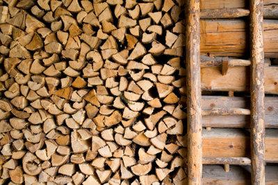 Eine selbst gebaute Holzleiter ist nicht nur günstig sondern auch äußerst urig.