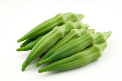 Okraschoten sind kalorienarm und geschmacklich den grünen Bohnen sehr ähnlich