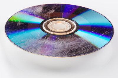 Solange nur die Unterseite betroffen ist, lassen sich auch stark zerkratzte CDs häufig noch retten.
