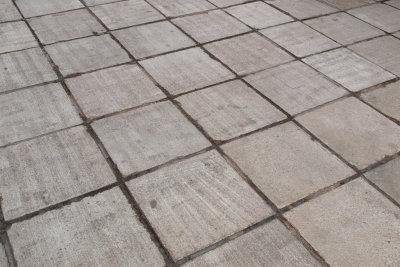 Duch wasserdichtes Versiegeln schützen Sie Beton vor Witterungseinflüssen.
