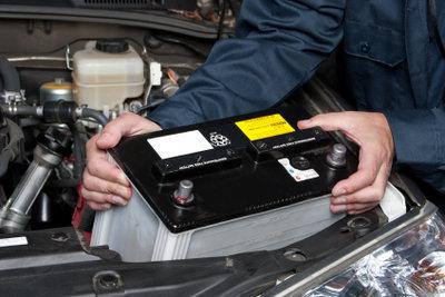 Reparaturen an Autos erfordern Fachkenntnisse, so auch wenn sich Öl im Kühlwasser befindet..