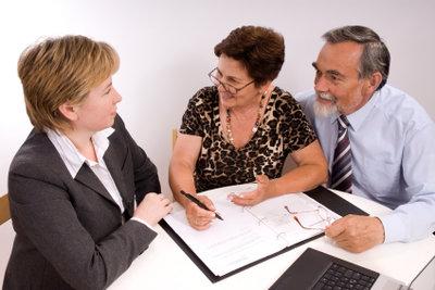 Eine Ratenschutzversicherung abzuschließen, kann sehr hilfreich sein.