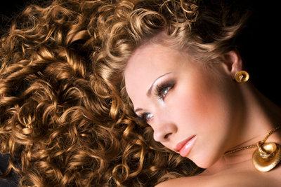 Braune Haare blondieren - so wird es natürlich schön!