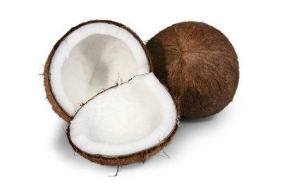 Das Öffnen einer Kokosnuss ist nicht schwierig.