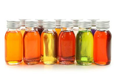Stellen Sie Klettenwurzelöl zur äußerlichen Anwendung selbst her.
