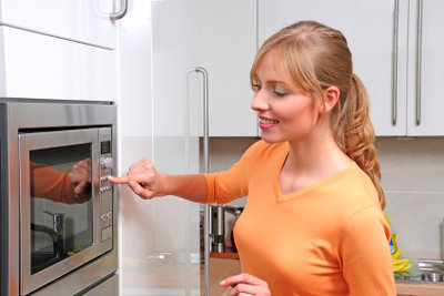 Das Erwärmen von Dinkelkissen in der Mikrowelle ist keineswegs ungefährlich.