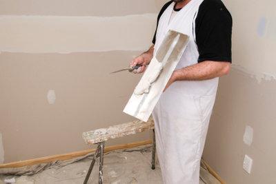 Wände glätten sollten Sie immer vor einer Weiterbearbeitung.