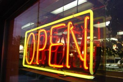 An den Feiertagen haben die meisten Geschäfte nicht geöffnet.